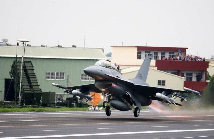 國防部今天宣布,因應防疫,國軍「漢光37號」實兵演習將延後至9月份實施。圖/本報資料照