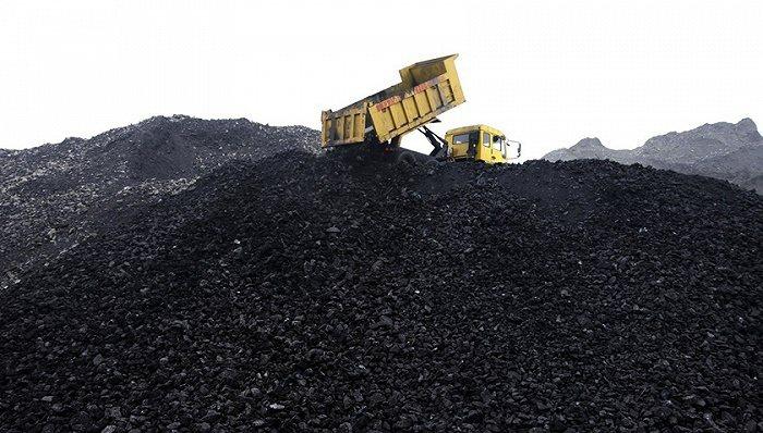 大陸當局派出官員檢查煤炭庫存,打擊港口的非法囤積煤炭行為。(圖/取自界面新聞)