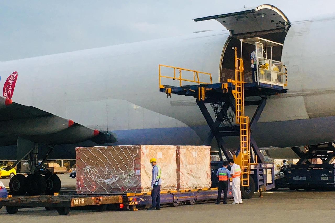 林佳龍號召企業捐贈「組合式負壓隔離艙」今天10座抵台