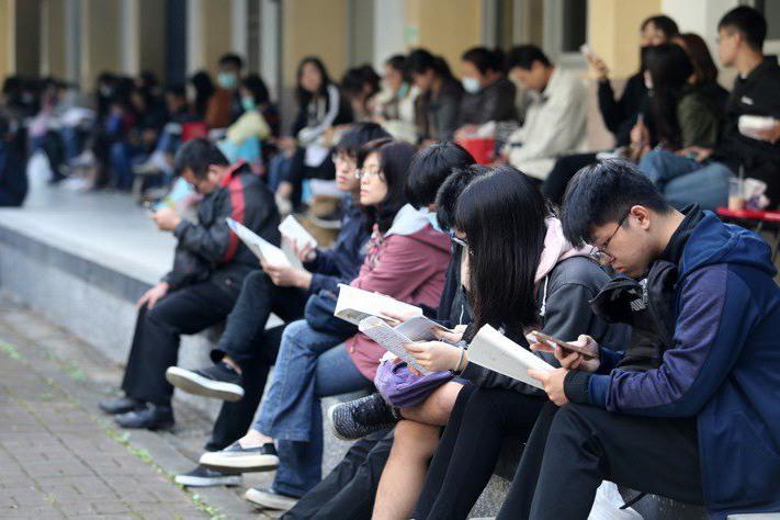 國中會考成績明早8時放榜 紙本成績單先緩緩