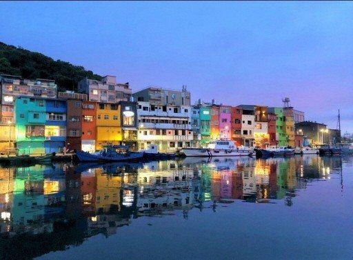 基隆正濱漁港運用社區、NGO及與大學合作,以有限的經費共同改造舊漁港,創造了基隆的新亮點。圖/郭瓊瑩提供