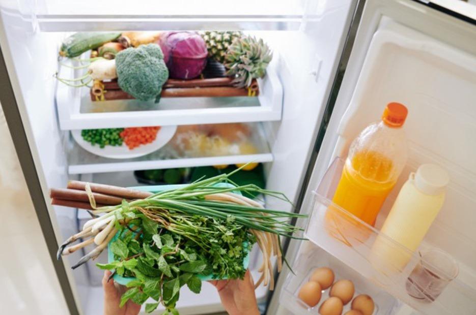 「阻絕空氣」及「控溫」,也要明確標示開始保存的時間及食物效期、定期整理冰箱。 圖...