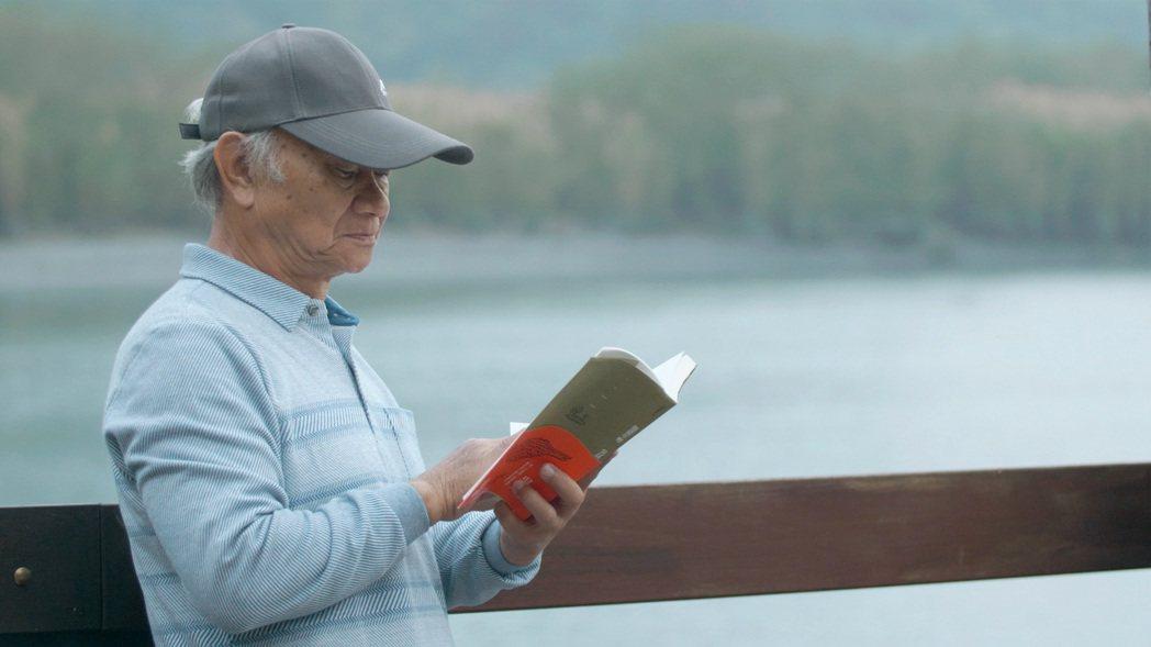 「他們在島嶼寫作」系列三,吳晟「他還年輕」。圖/目宿媒體提供