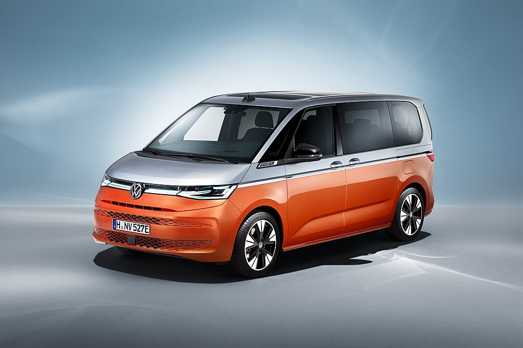 新世代福斯商旅Multivan擁有全新的外觀造型設計,透過現代化車體設計使A柱更...