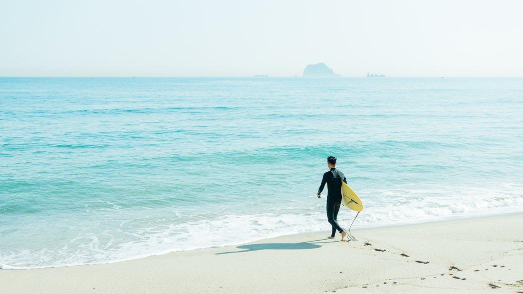 衝浪是金山萬里的夏日風貌之一,「金山選物局」以衝浪店的概念為原點,創作者以藝術視...