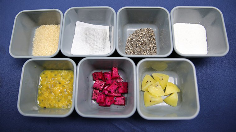 ▲防疫冰粽材料選用奇亞籽以及新鮮水果包含黃金奇異果、火龍果、百香果等來入粽,不僅...