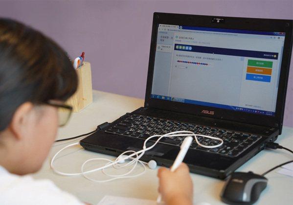 華碩將捐出百台「再生電腦」給有需求的學生。 圖/華碩提供