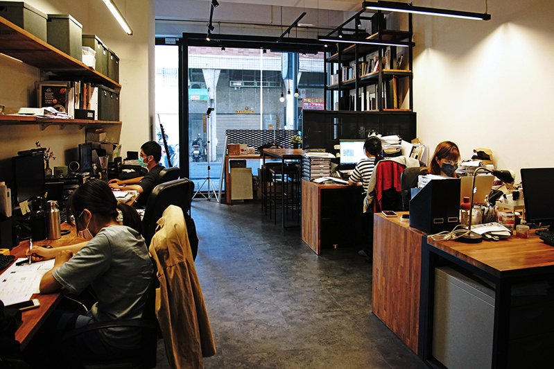 身為高雄子弟的王斌鶴當年選擇返鄉創業,即將進駐新辦公室,也代表了創夏設計十年里程碑的不凡意義。(攝影/曾信耀)
