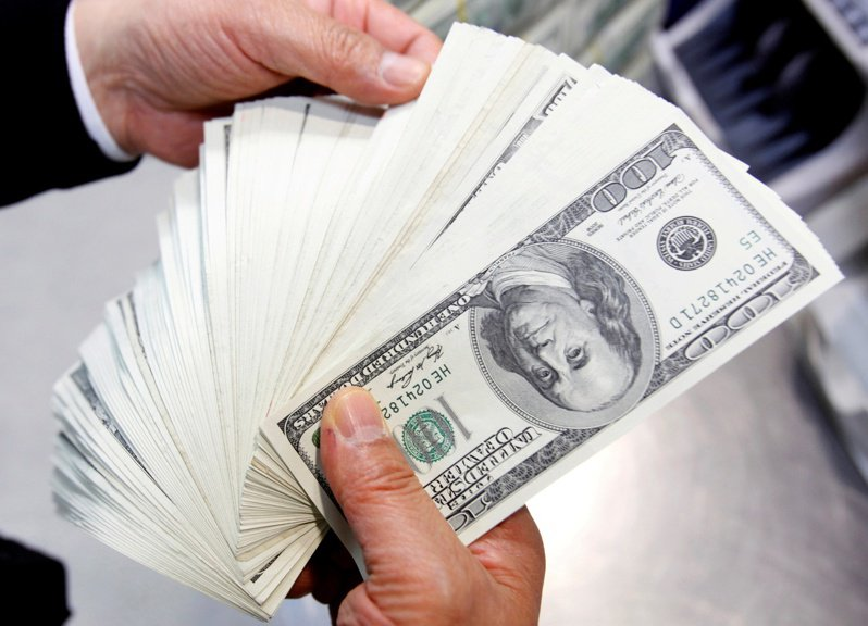 分析師說,美元的總體趨勢有些疲軟,不僅僅是因為美國經濟的強勁成長,很多經濟體也都在復甦。路透