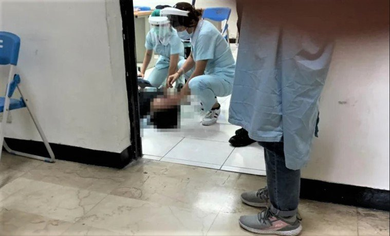 警打疫苗暈倒白袍恐懼症,醫:看到醫護血壓不自覺飆高。記者邱瑞杰/翻攝