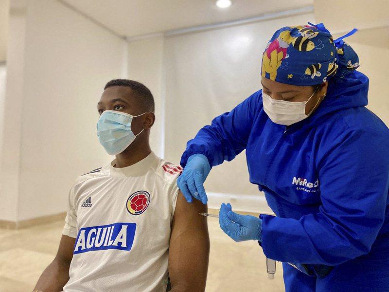 針對國內數百名在施打新冠疫苗後出現「心肌炎」的案例,美國疾病管制暨預防中心顧問將就此開會,並調查心肌炎是否和接種RNA疫苗之間有所關聯。美聯社