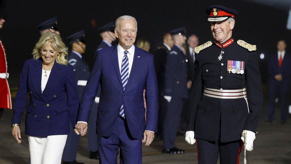 美國總統拜登(中)本周出訪歐洲,預料將尋求「聯歐抗中」。 美聯社