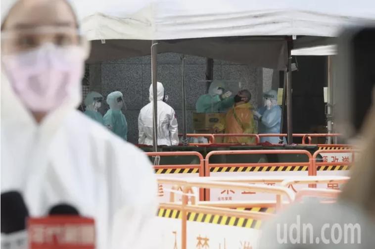 台北市政府昨日對壹電視200名員工進行第二波篩檢。記者林俊良/攝影
