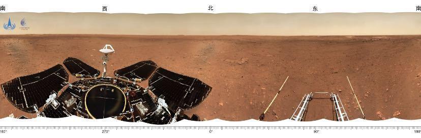 著陸點圖像顯示,附近地勢平坦,遠處可見火星地平線。圖源:澎湃新聞