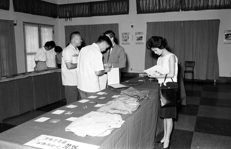 1962年9月9日,陳懷執行任務從桃園飛往大陸江西南昌遭擊落殉職,隔年曾舉辦他的遺物展覽。圖/聯合報系資料照片