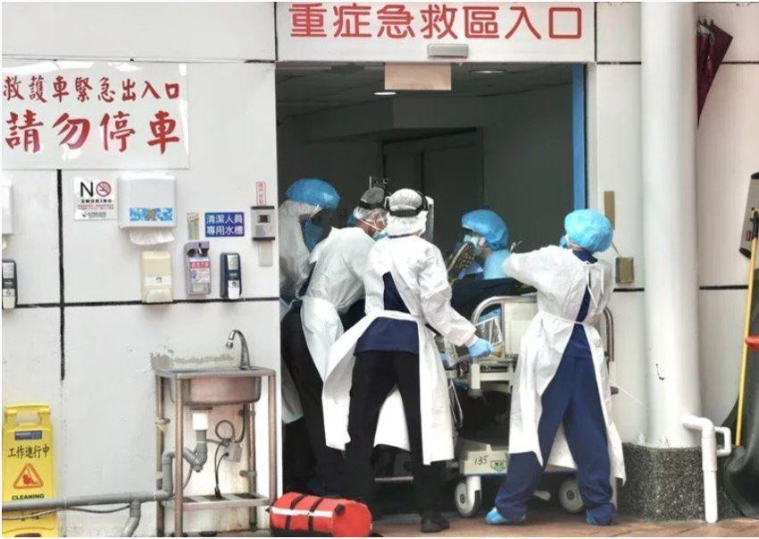 麻醉醫師在前線負責插管治療,近期台北國泰急診醫師、陽明醫院麻醉科主任都已因為插管...