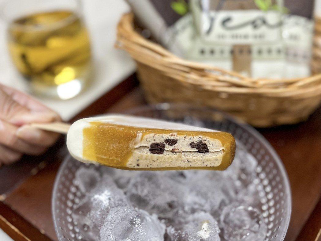 「WA!COOKIES鐵觀音濃奶茶雪糕」整體風味呈現台灣人喜愛的鐵觀音奶茶香氣,...