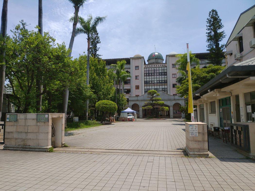 國中會考成績公布,台南市中西區建興國中學生表現亮眼。記者鄭惠仁/攝影