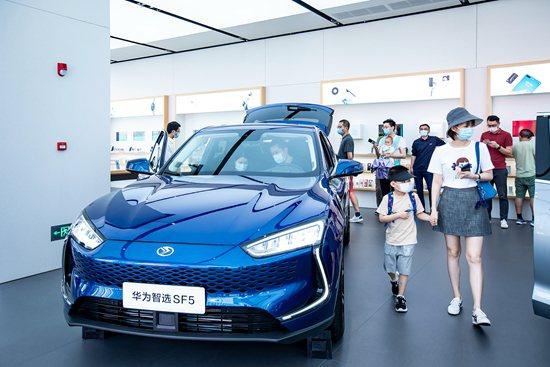華為目標在2025年前開發出無人駕駛乘用車技術。(圖/取自中國青年報)