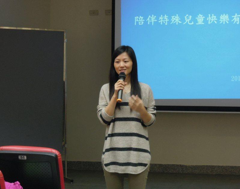 進學國小老師何嘉雯奉獻特教領域24年,獲選台南市優良特教人員。圖/南市教育局提供