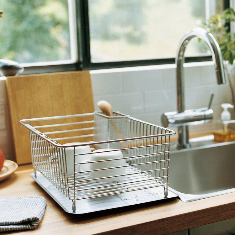 MUJI無印良品不鏽鋼傾斜瀝水盤與瀝水籃系列/640-1,190元。圖/MUJI...