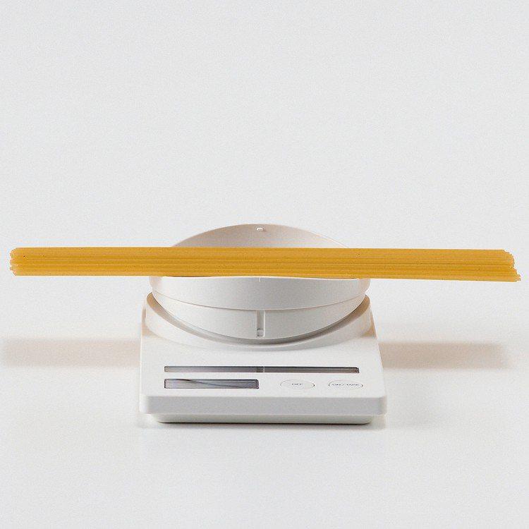 MUJI無印良品太陽能廚房用秤/1,560元。圖/MUJI無印良品提供