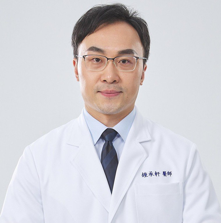 亞東紀念醫院肝膽胃腸科專任主治醫師鍾承軒