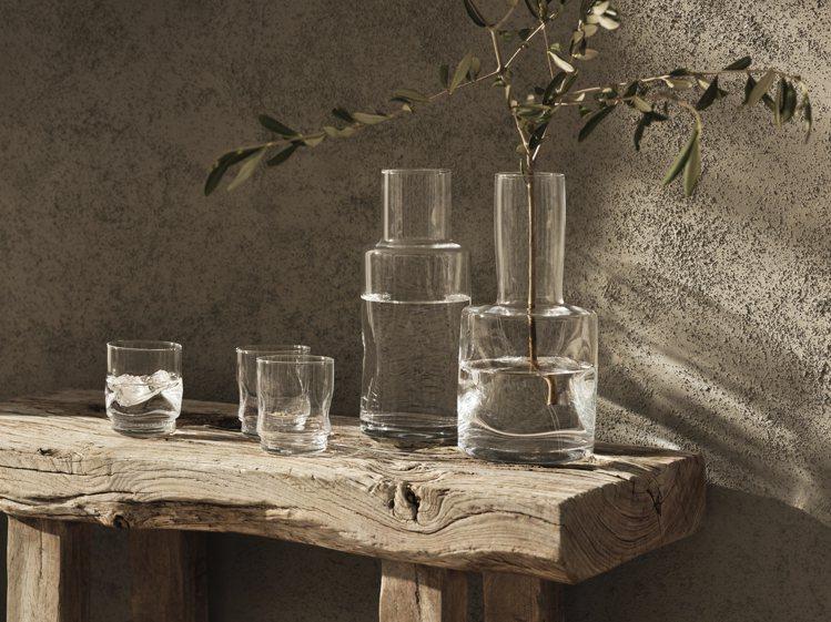 H&M夏季系列中的每一件玻璃製品都經過特殊工藝流程吹製而成。圖/H&am...