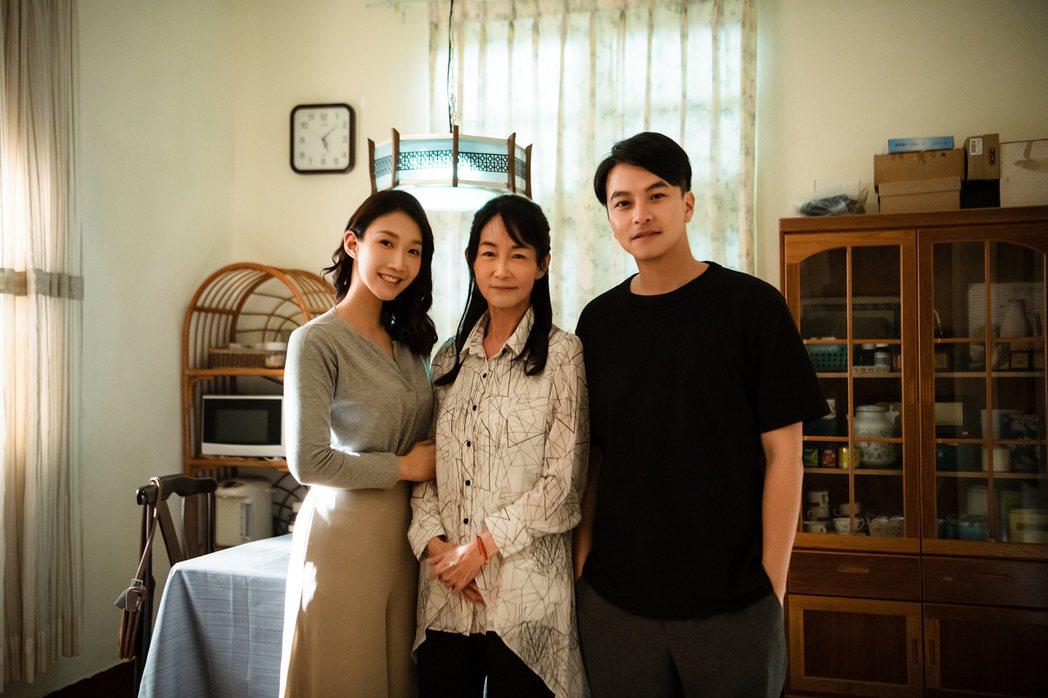 小玉兒(左起)、應采靈與楊銘威將婚姻生活與家庭煎熬詮釋精采。圖/齊映國際提供