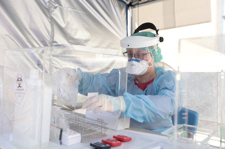 部立基隆醫院社區篩檢站啟用,提供快篩、PCR兩種檢測。圖/衛生福利部基隆醫院