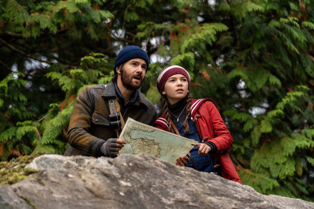 布魯克林普林斯(右)與吉姆史特格斯在「勿闖黑夜」第2季再度扮演父女,默契更佳。圖...