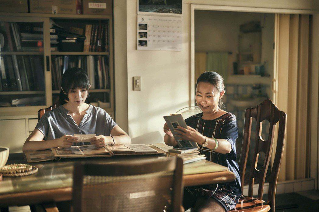 楊采妮(左)於2018年來台拍攝「嗨!神獸」傳捷報,入圍韓國兩大國際兒童影展。圖...