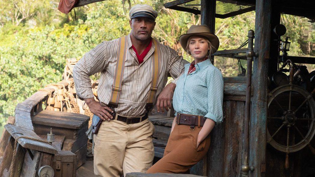 「叢林奇航」由巨石強森(左)與艾蜜莉布朗特主演。圖/摘自imdb