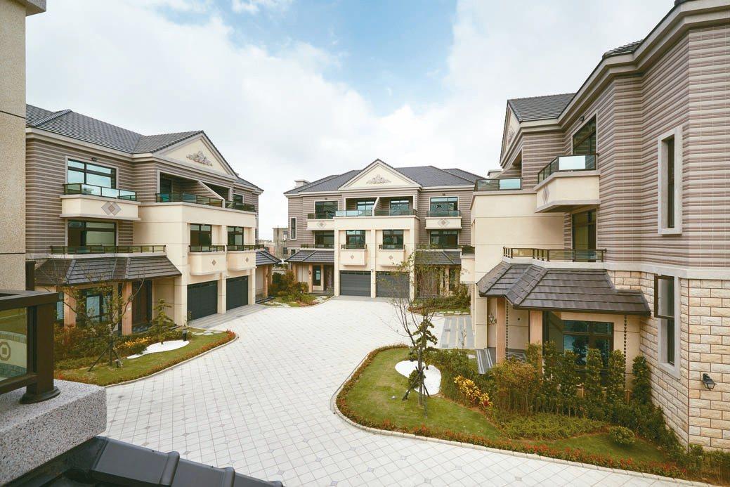 「國王山莊」豪墅規劃全家4套房、3客廳,防疫更徹底。業者/提供