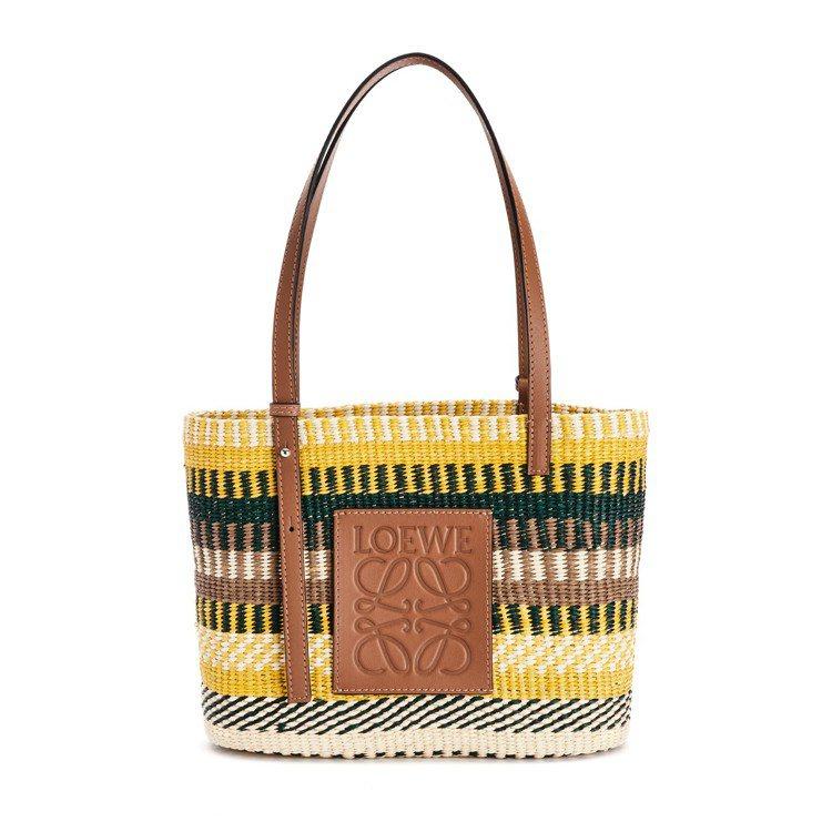 LOEWE彩色巴拿馬草拼小牛皮方形織籃,22,000元。圖/LOEWE提供