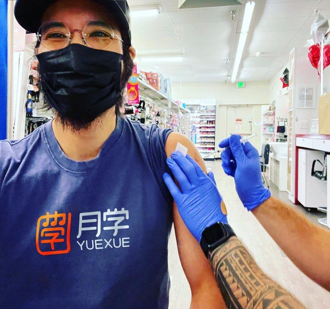 王力宏於社群分享自己已接種疫苗。圖/摘自臉書