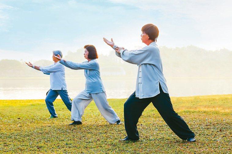 太極拳應用於冠狀動脈繞道術後患者,可以明顯提升心肺耐力。圖╱123RF