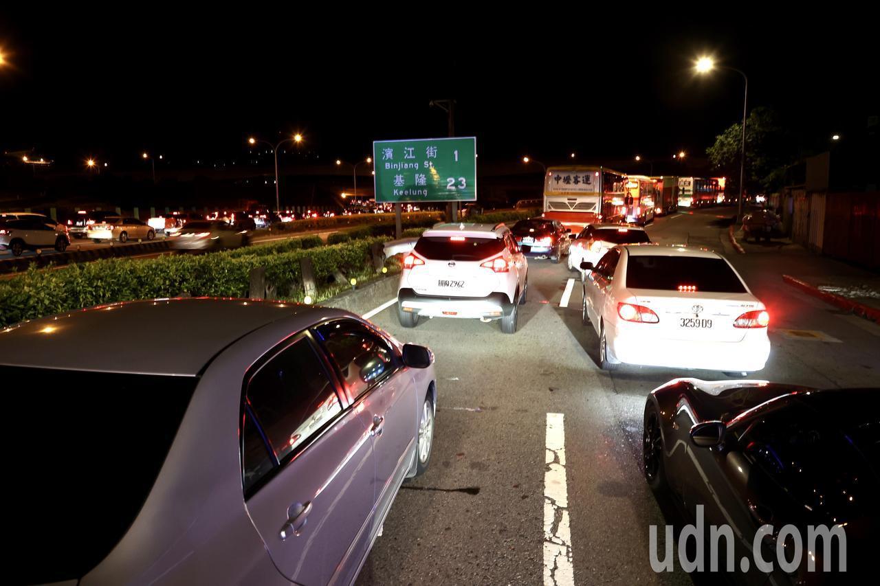 端午連假國道「總量管制」車流太多就上不了匝道塞爆