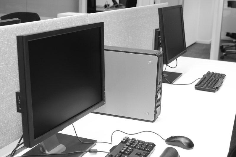 網友好奇自組的電腦沒摔、沒動,通常三-五年就會自動壞掉。 圖/ingimage