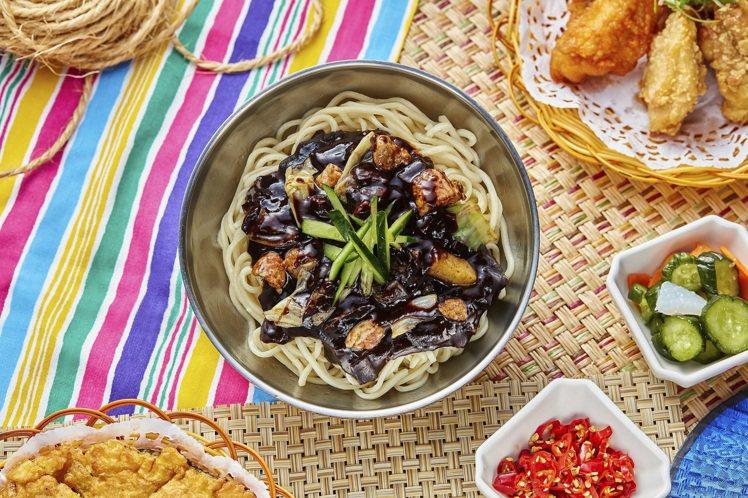 高麗園銅盤烤肉韓式炸醬麵。圖/兩班家韓式餐飲提供