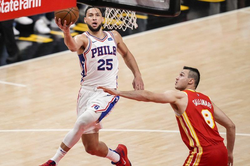 西蒙斯(Ben Simmons)在第三戰拿到18分7助攻4籃板,這是他3場系列賽中得分最多的一場。 路透社