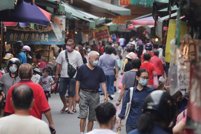 一名網友抱怨,家中的媽媽卻又不斷偷偷跑去市場買菜。 記者葉信菉/攝影