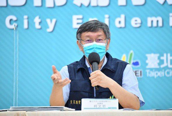 台北市長柯文哲公布台北市AZ疫苗施打計畫,接種對象分為第一到三類未接種第一劑人員、長照機構、洗腎患者、85歲以上長者及65歲以上原住民。 圖/北市府提供