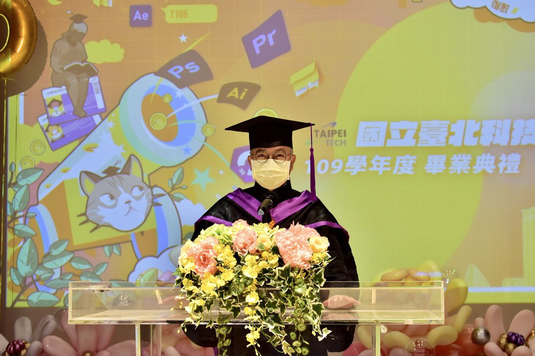 北科大校長王錫福勉勵應屆畢業生,看似最壞的時代,更要翻轉眼光、拿出鬥志,相信這是...