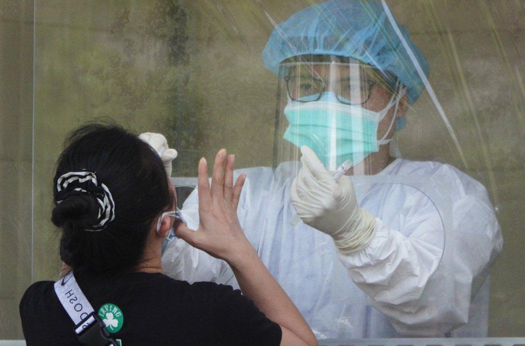 中央流行疫情指揮中心今(16)日表示,將於6月18日起,配送第二批莫德納(Mod...