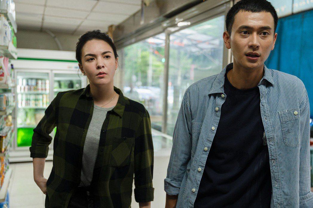 張榕容(左)、劉冠廷在「第三佈局  塵沙惑」中演出警察角色。圖/CATCHPLA