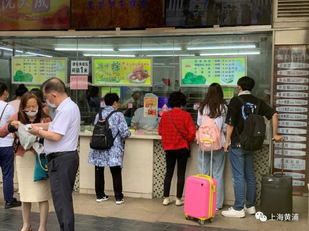 端午連假第一天,上海老字號粽子買氣騰騰。圖源:上海熱線