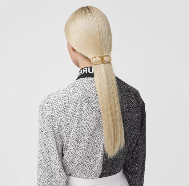 BURBERRY鍍金專屬標識髮夾,11,800元。圖/取自BURBERRY官網