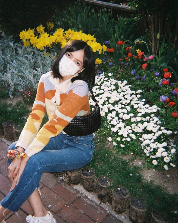 BLACKPINK Lisa身穿HOUSE OF SUNNY針織外套、MAISO...