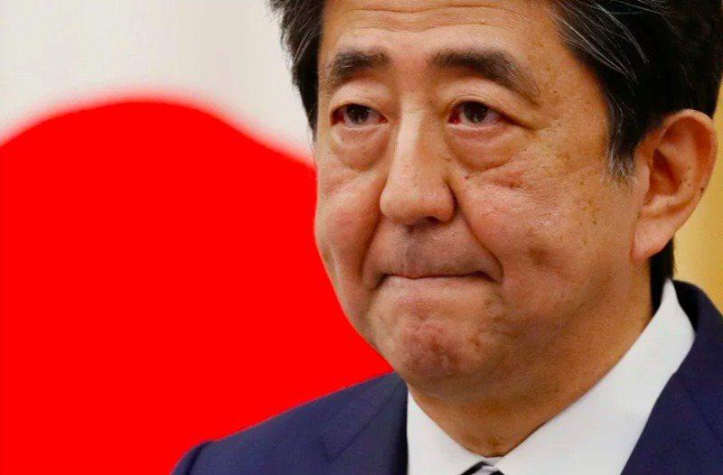 2020年8月因潰瘍性結腸炎宿疾閃辭下台的日本前首相安倍晉三,經過大半年休養,正強勢回歸日本政壇。路透